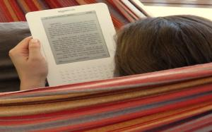 reading_my_kindle_in_the_hammock