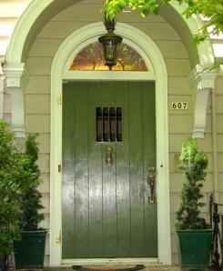 319-TRADITIONAL-PLANK-DOOR-_-TRANSOM