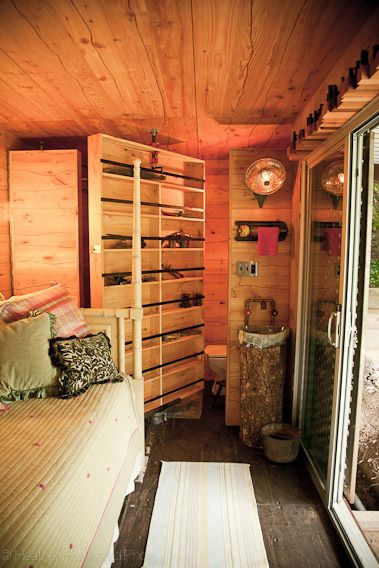 2013-january-february-1859-magazine-design-shipping-container-houses-interior-bed_fitbox_650x1200