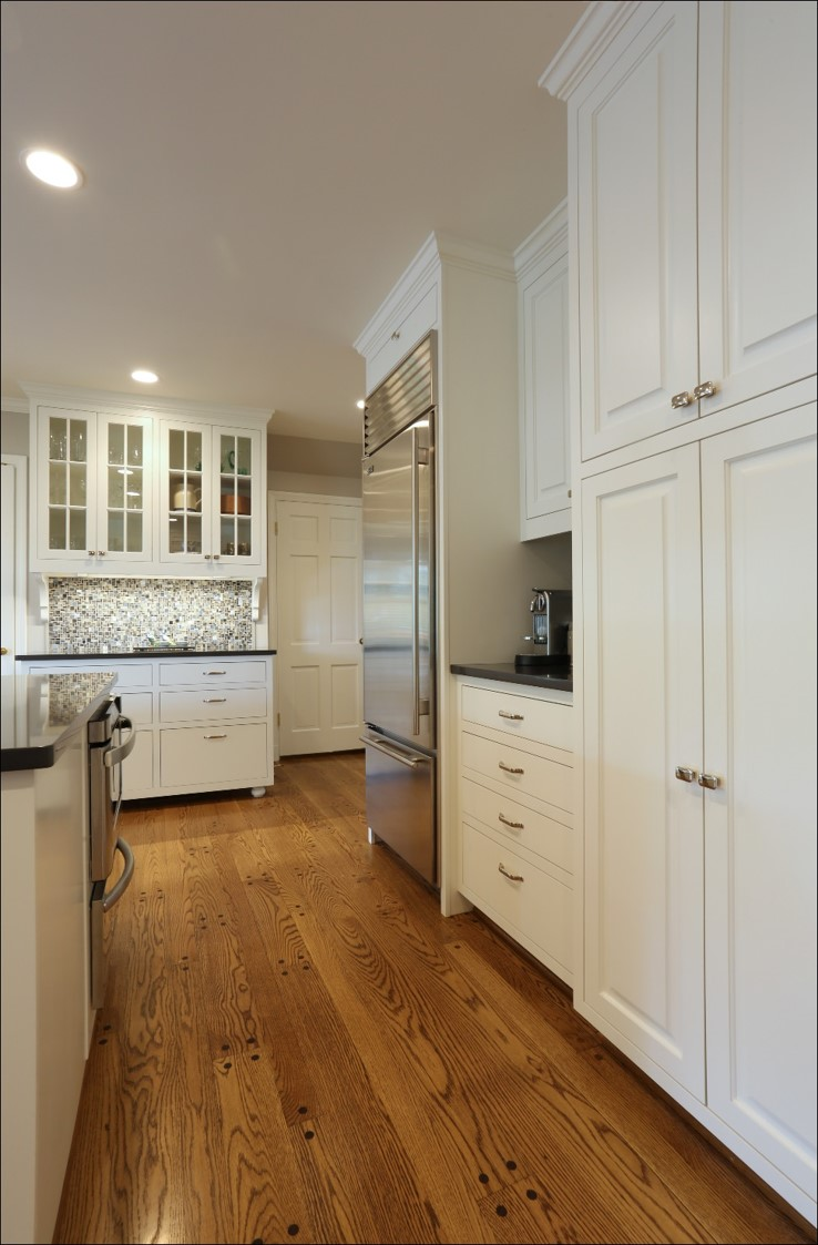 custom kitchen kitchen floor options The flooring in this kitchen features decorative inset wood pegs in a contrasting color that give the floor a buttoned look Design by Chelly Wentworth
