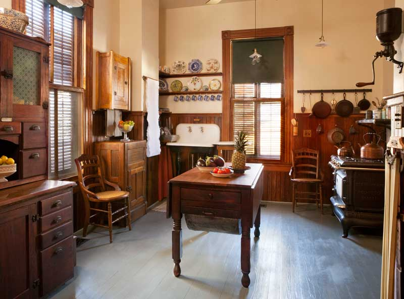 Do you ever wonder what the original kitchen would have looked like? Here are some of the style characteristics of a pre-1910 kitchen. & victorian kitchen | Inside Arciform