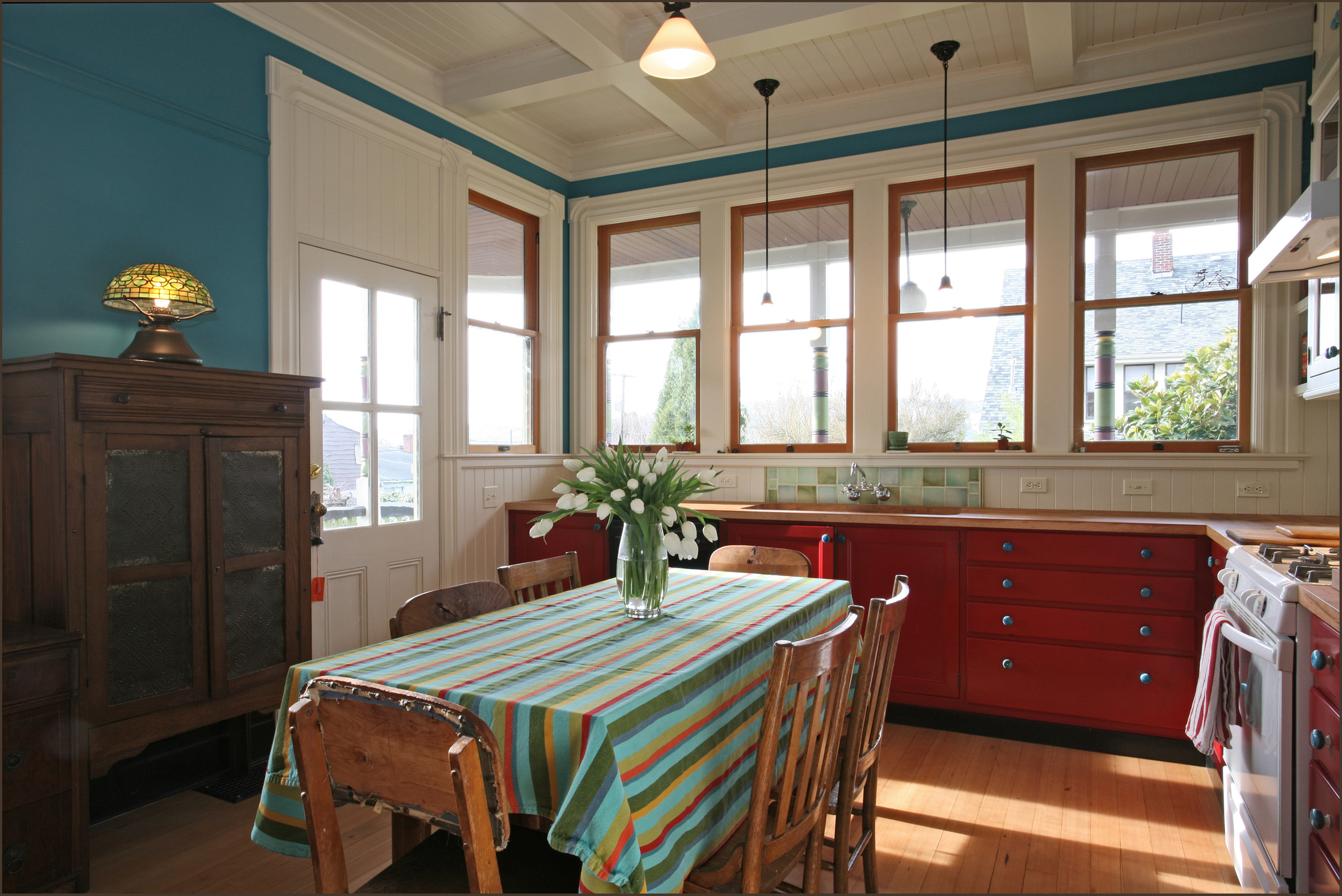 This 1883 Kitchen Has A Long Working Table Which Also Functions As An  Eat In Kitchen. Design By Anne De Wolf.