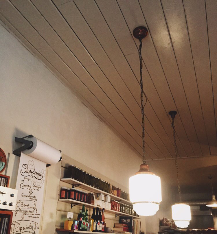 Restaurants_Sweedeedee_WhitePaneledCeiling_ArtDecoPendants_ (1)2